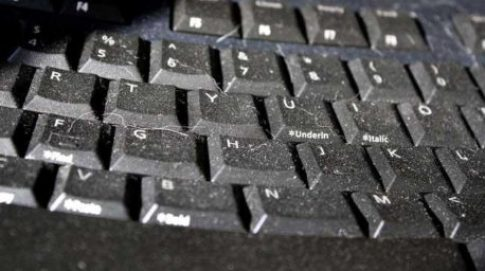 bersihkan keyboard
